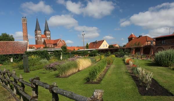 Kloster Jerichow mit Klostergarten